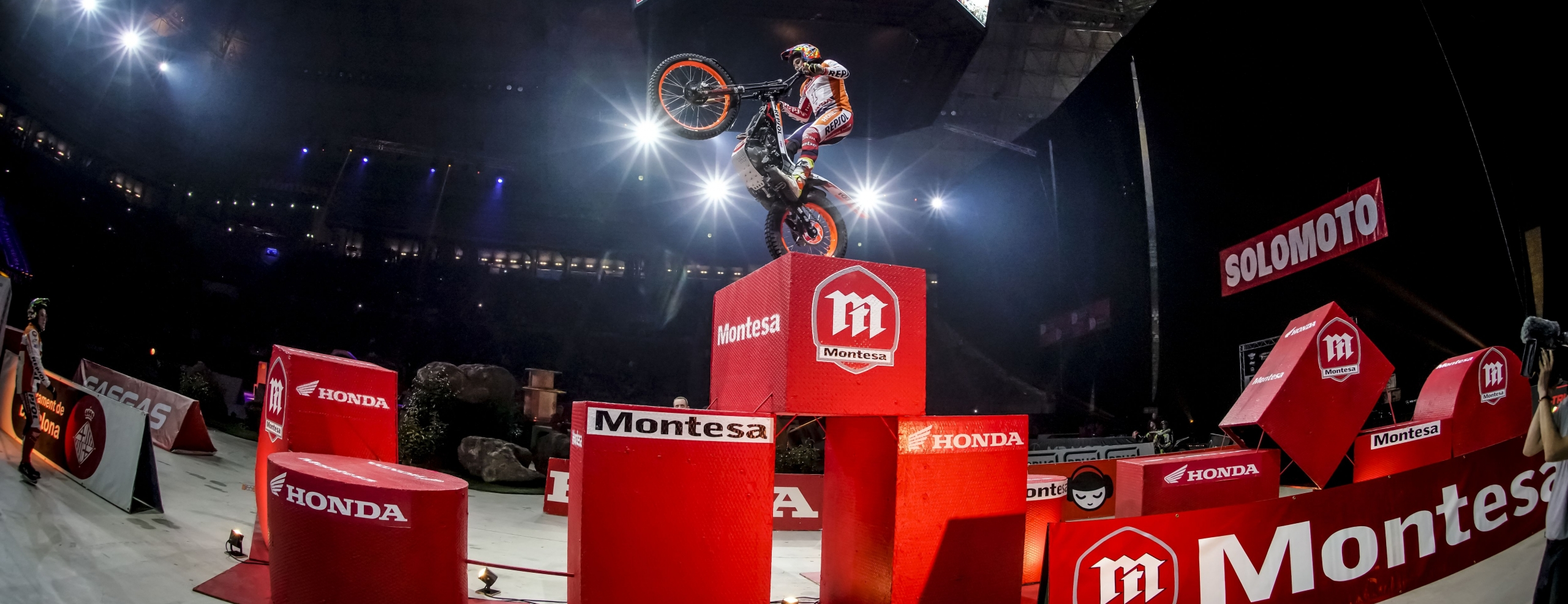 Toni Bou gets the fifth consecutive victory in Barcelona